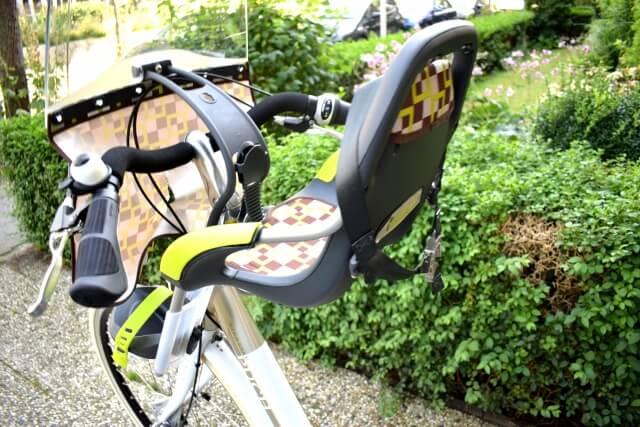 自転車に付いたチャイルドシート