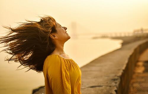 長い髪の女性