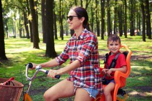 子供を乗せた自転車