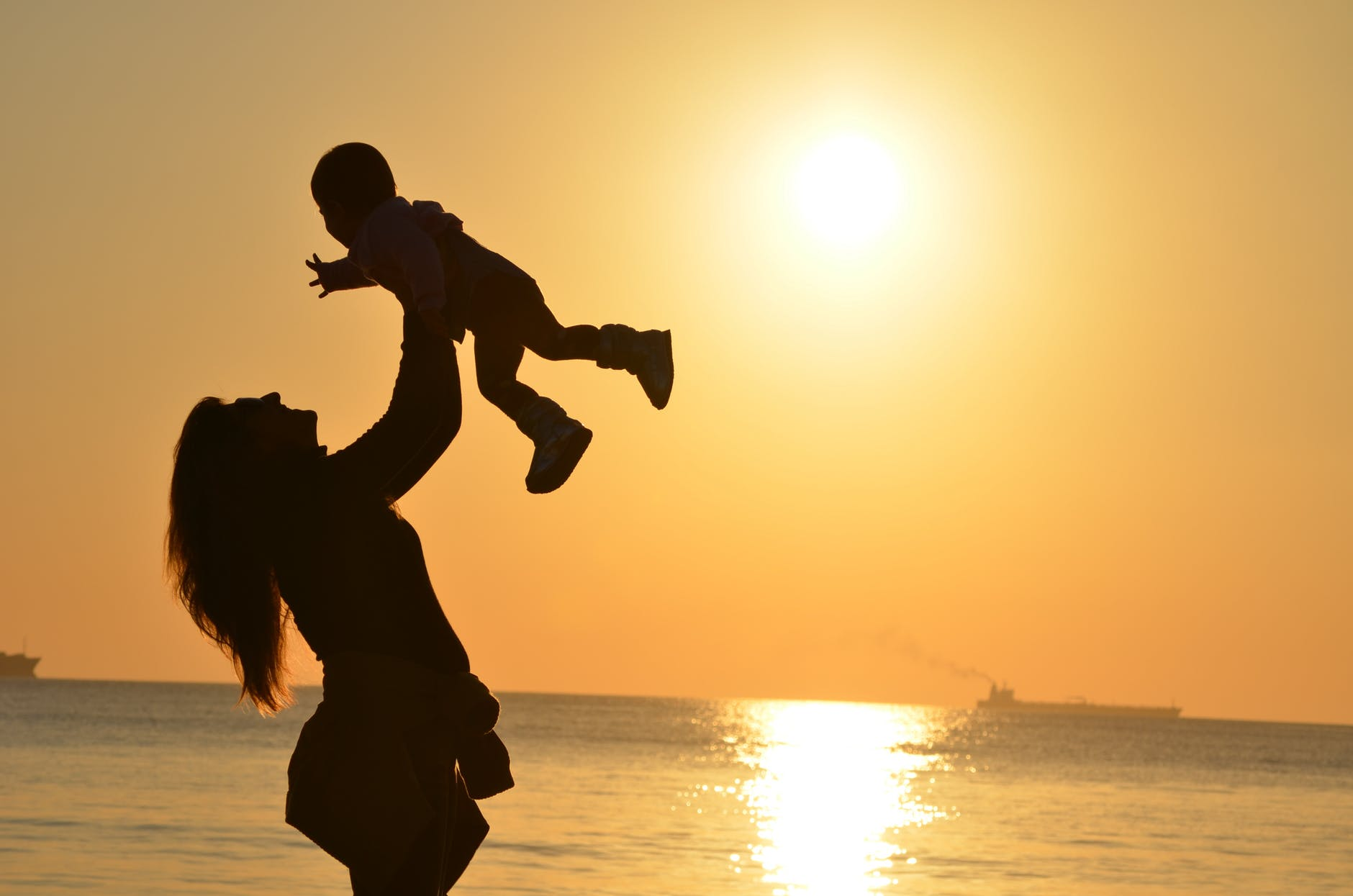mother-daughter-love-sunset